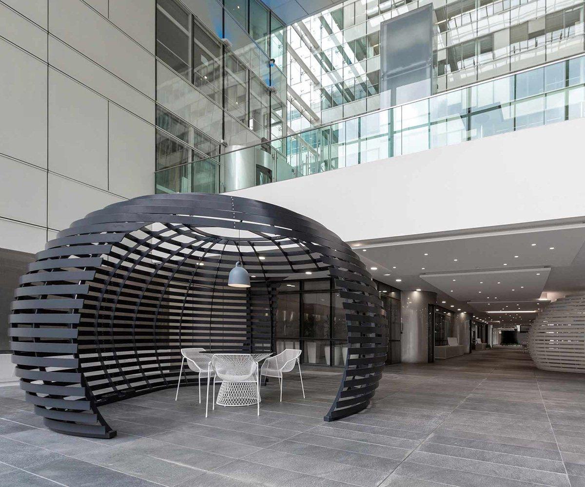 Décoration intérieur bâtiment métal en tôle noir