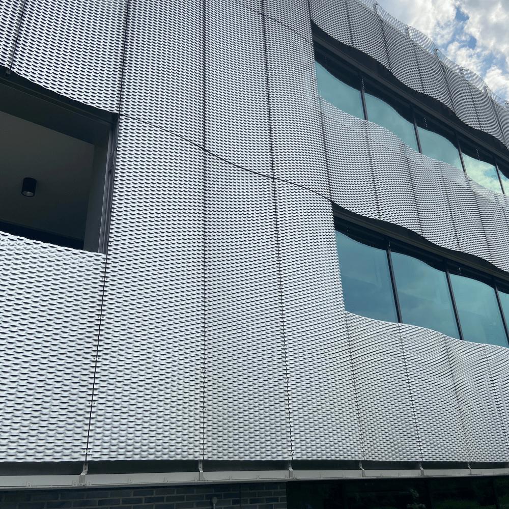 Bardage cassette, façade métallique de bâtiment