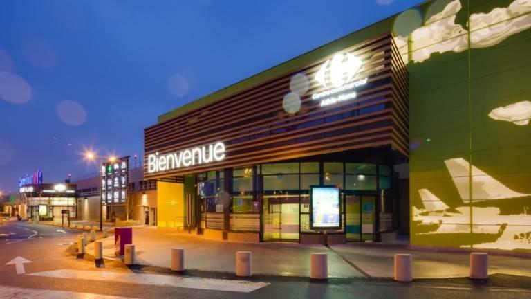 Habillage façade en métal du magasin Carrefour Athis